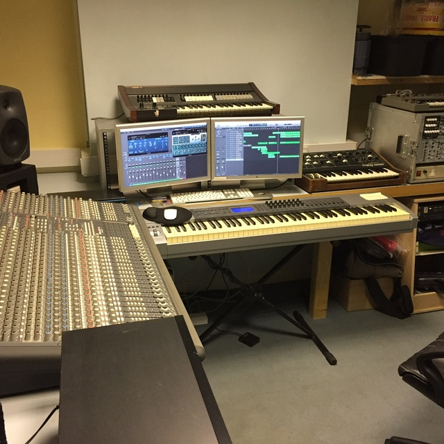 Chris BlueBox Studio NG12