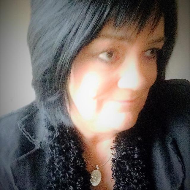 Mary K Burke  /Singer /Songwriter/Guitarist