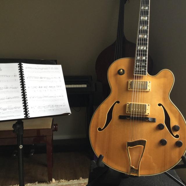 paul-guitar