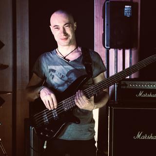 V5 Bass