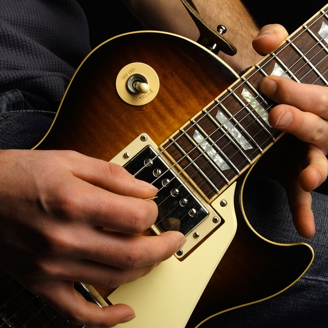 Kenny guitarist