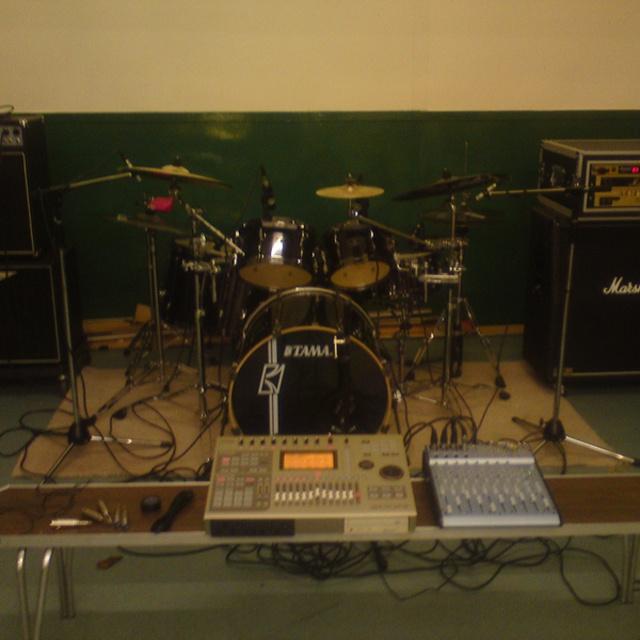 band needs singer