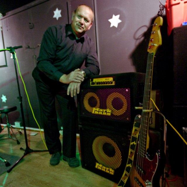 PeTe bass player