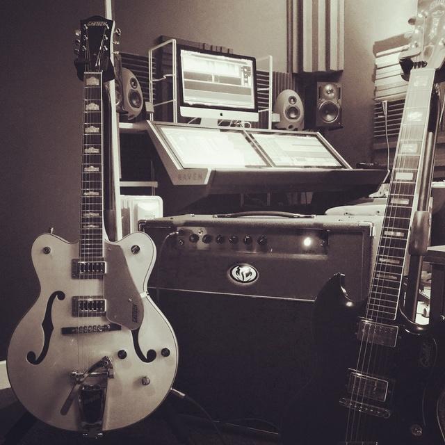 Lion T Studio