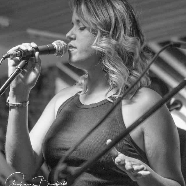 Female_vocalist_Swindon